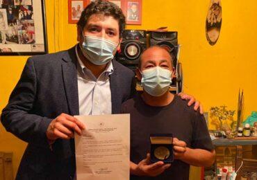 Dirigente Cristián Núñez recibe medalla de cámara de diputados por su trabajo folclórico y cultural en Pudahuel