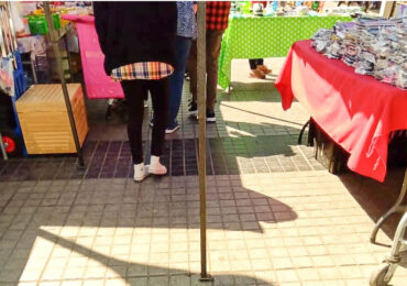 Comercio ambulante frente a estación metro Pudahuel reduce el libre paso de peatones