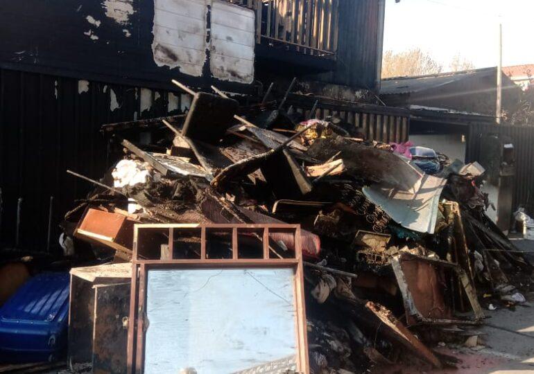 Incendio destruye casa y deja dos personas graves en Pudahuel