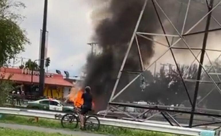 Incendio de automóvil causa expectación en Pudahuel